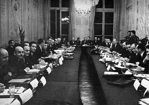signature-des-accords-de-grenelleaccordsgrenelle1968-